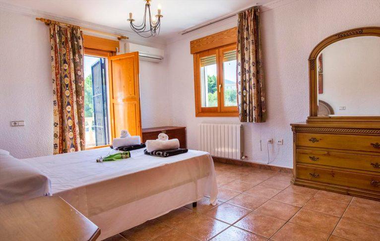 Lluminós dormitori Casa Monica Aguila Rent a Vila