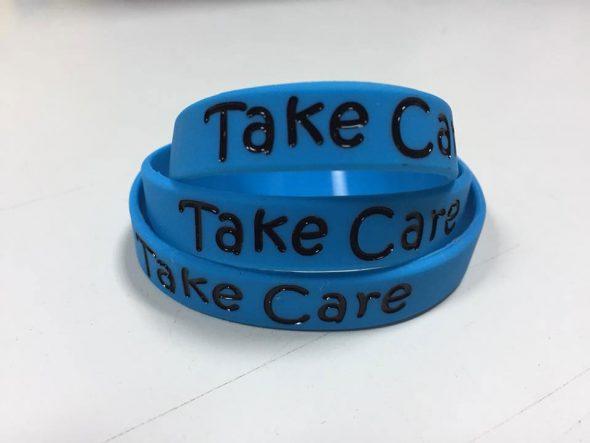 9e702202b675 Tu pulsera identificativa de seguridad de Pulseras Take Care ahora en azul