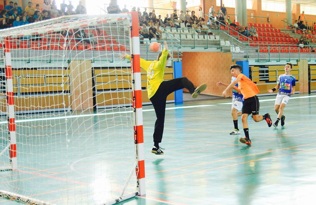 Un cadete xabiero marcando un gol