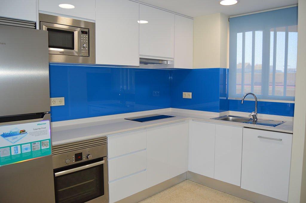 Cocina azul Reformas Integrales Macamon