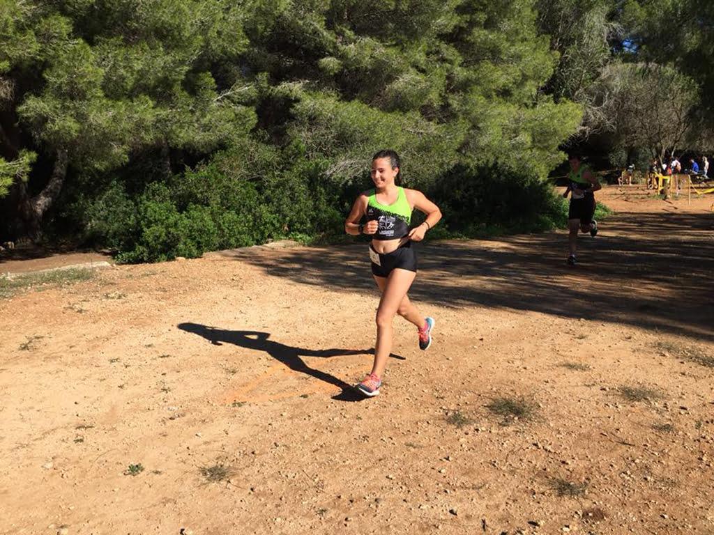 La atleta del CA Llebeix Xàbia durante el cross local