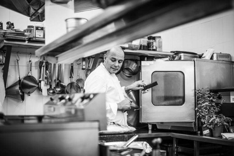 Nazario Cano en la cocina