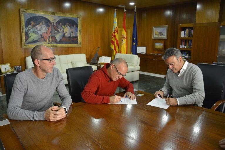 Pep Hierro presidente del CH Xàbia con Colomer y Chulvi