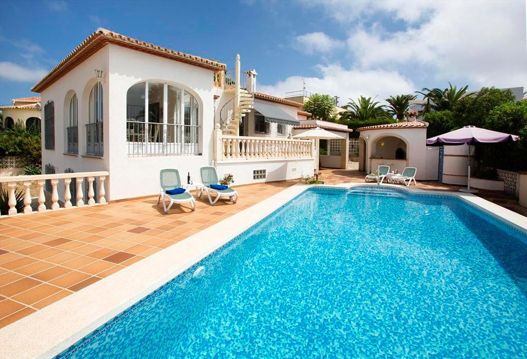 Piscine et fa ade de la maison aguila louer une villa - La casa de las angulas ...
