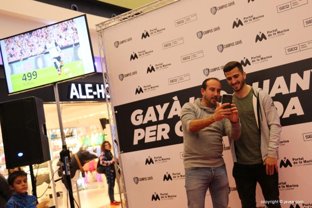 José Luis Gayà en el Centro Comercial Portal de la Marina – selfie