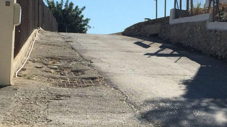 La calle muestra el mallado del asfaltado