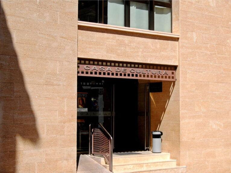 Fachada de la Casa de Cultura de Jávea