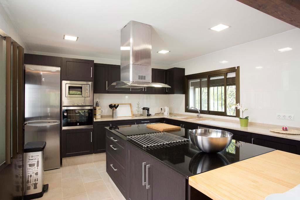 Cocina moderna y actual quality rent a villa j for Cocinas quality