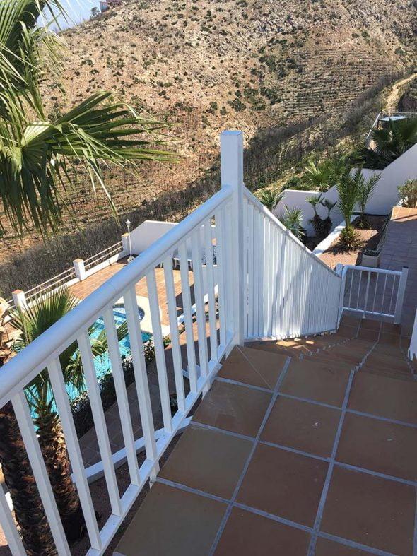 Tu nueva valla o barandilla de seguridad para piscinas y - Valla seguridad escalera ...