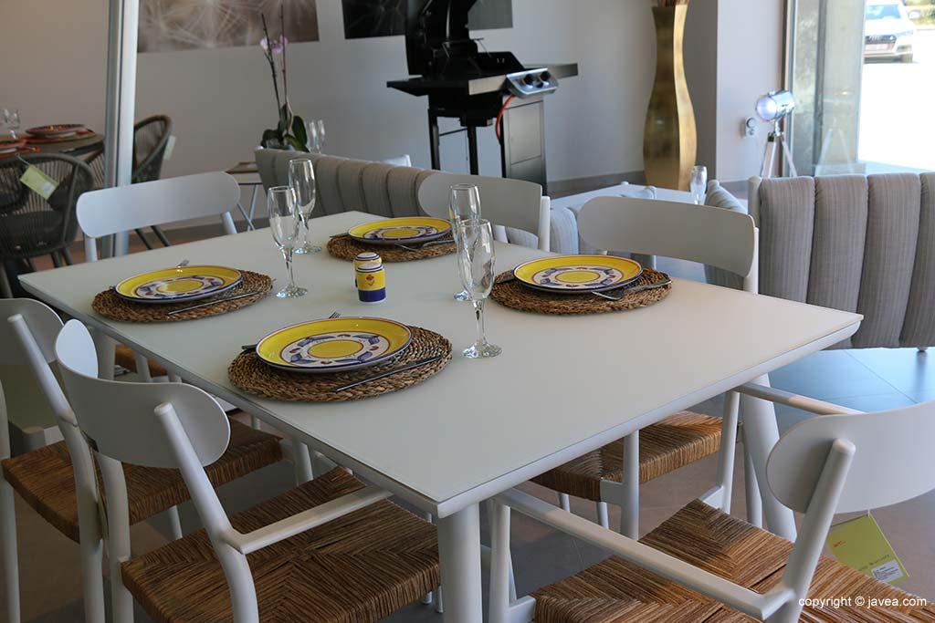 Mesa y silla ideales para exterior mcj biard j for Mesa y sillas exterior