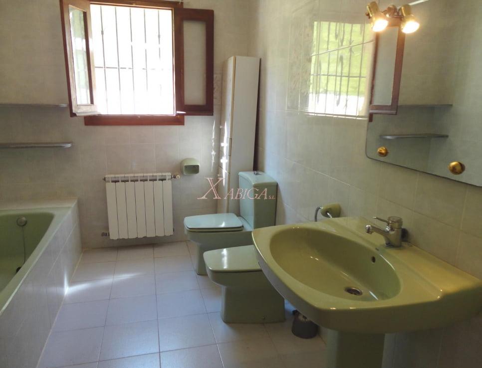 Bany de la casa Xabiga Immobiliària
