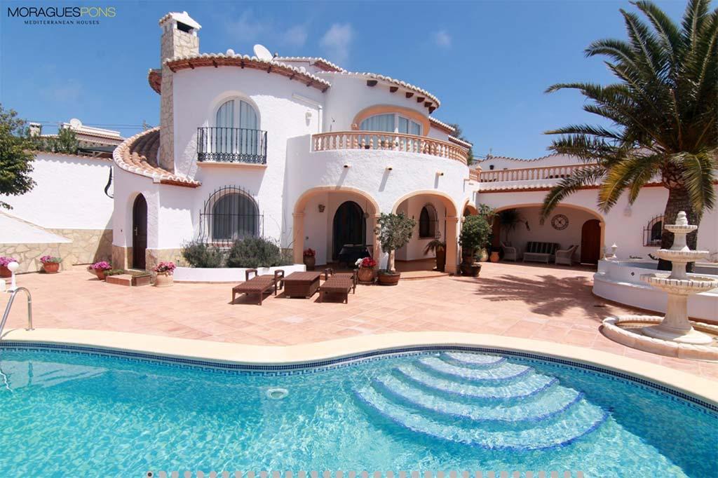 Façana i piscina MORAGUESPONS Mediterranean Houses