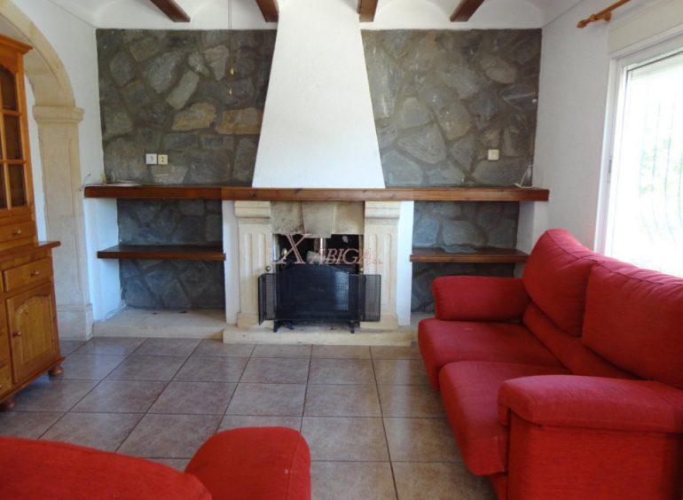Sala d'estar amb llar de foc Xabiga Immobiliària