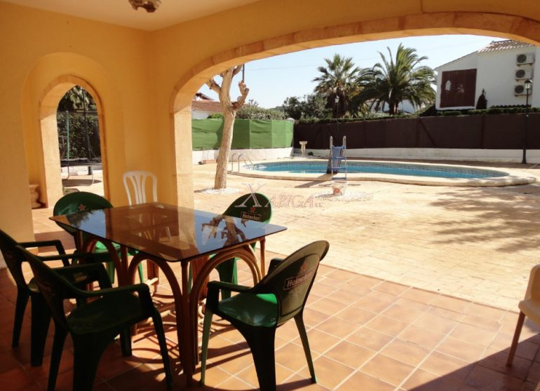 Terrassa i piscina Xabiga Immobiliària