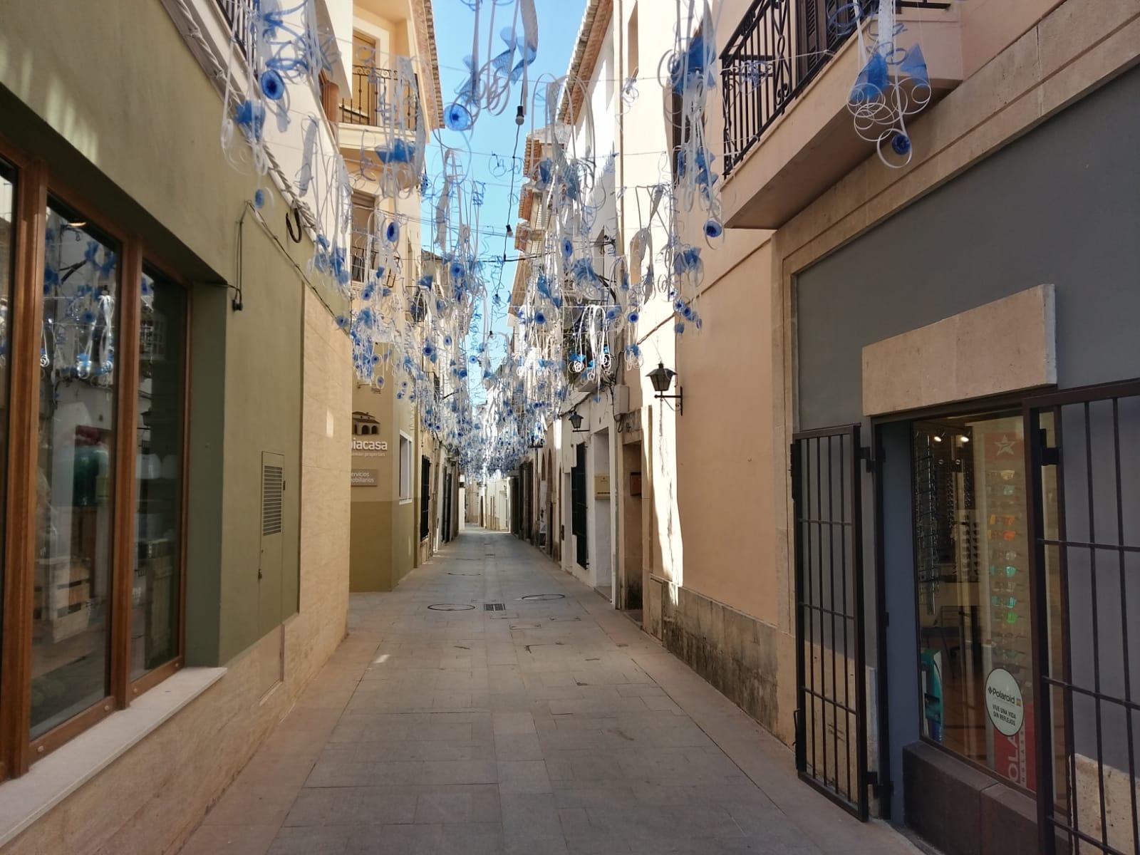 Calle Tossal de Baix engalanada