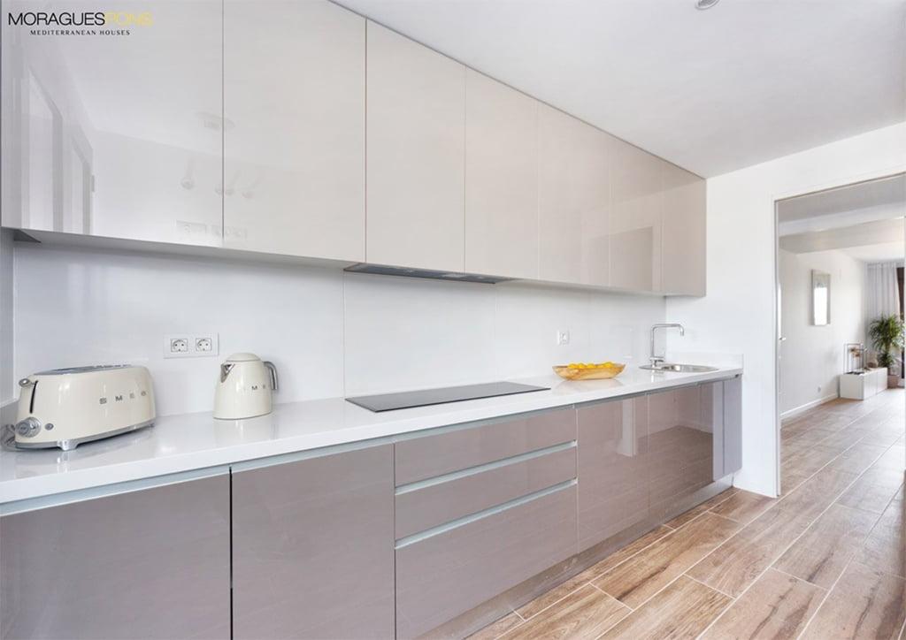 Cocina moderna y equipada MORAGUESPONS Mediterranean Houses