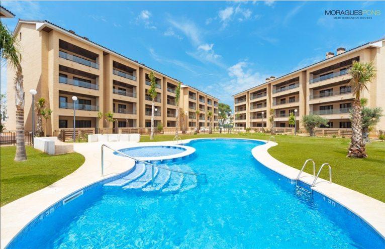 Fachada y piscina MORAGUESPONS Mediterranean Houses