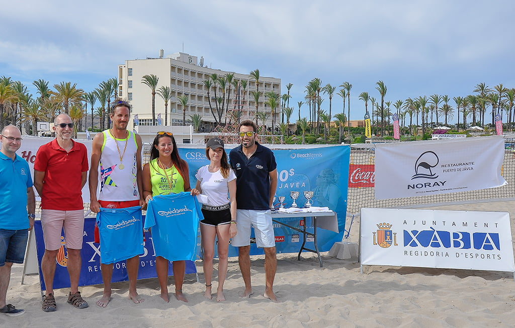 La pareja Omayra Farias – Regis Courtois con su trofeo