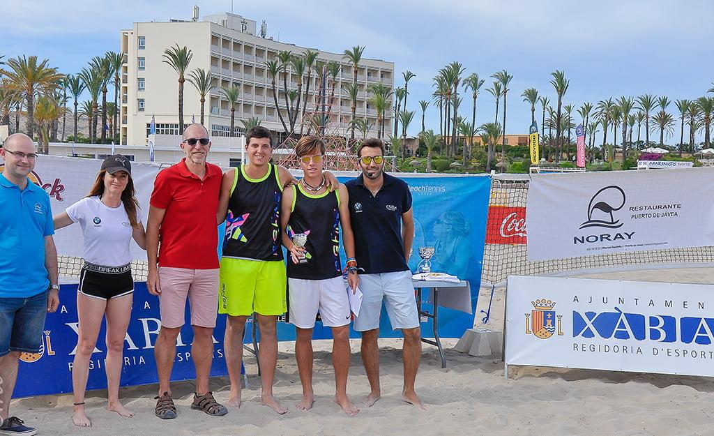 La pareja Pol Filella- Gerard Torres con su trofeo