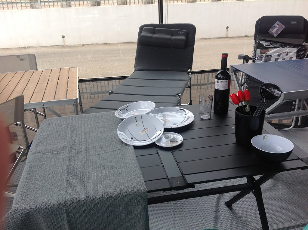Mesas y cubertería Carvisa