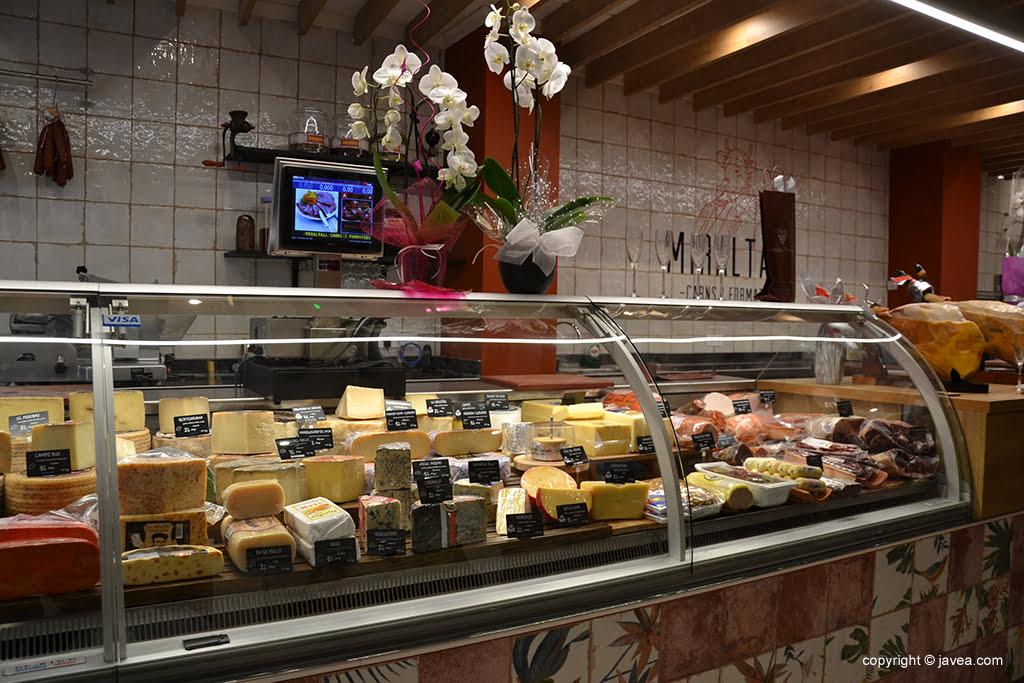Miraltall Carns i Formatges variedade de queijos