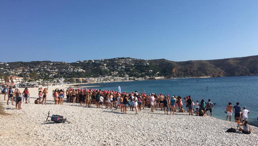 Nadadores a punto de tomar la salida