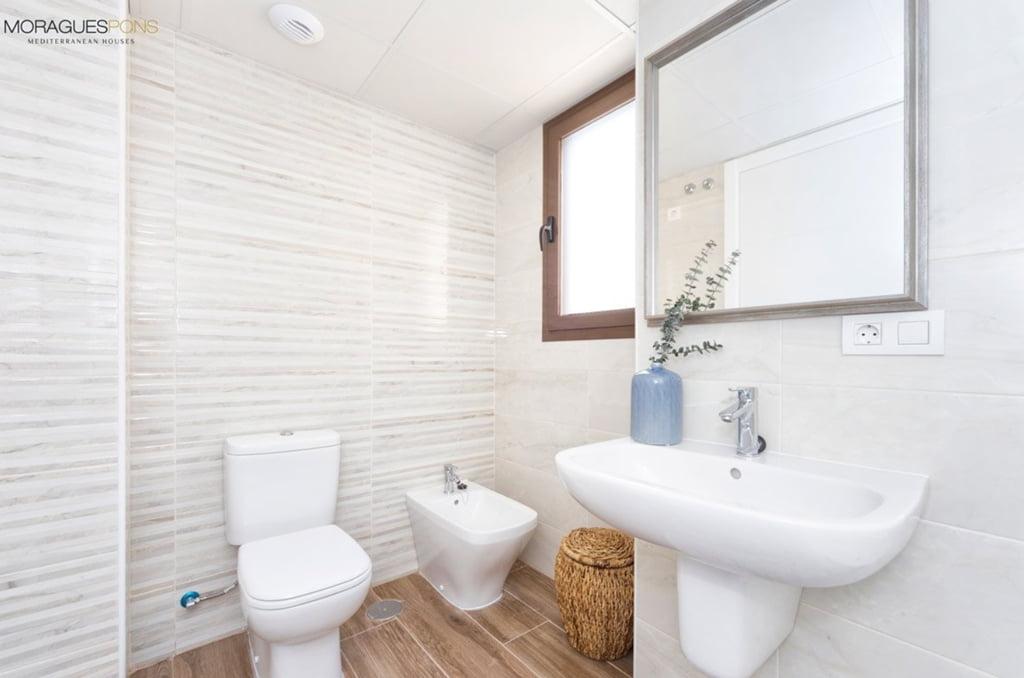 Uno de los baños del apartamento MORAGUES Mediterranean Houses