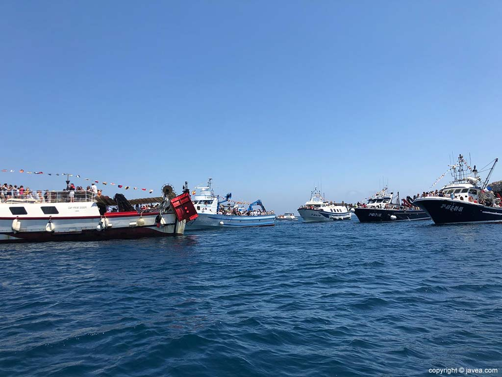 Las embarcaciones de pesca en la procesión marinera