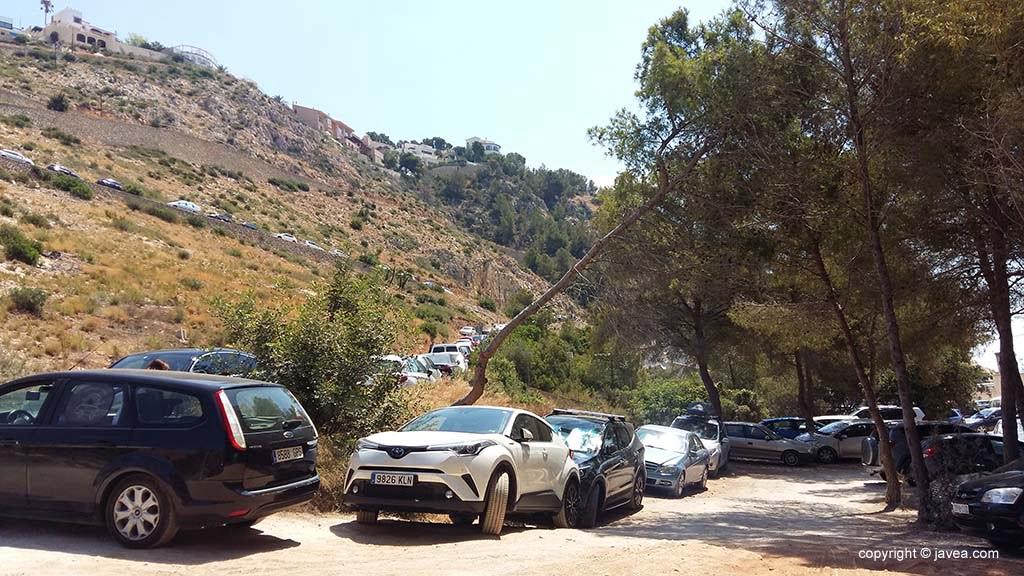 Voertuigen geparkeerd op het gebied van Granadella en Pic tort