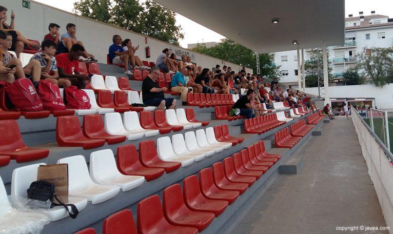 Publico asistente al estreno del CD Jávea