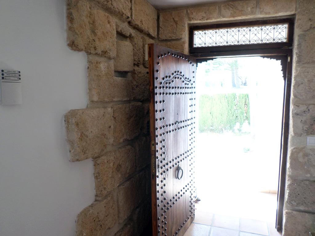 Puerta madera maciza Promociones Denia