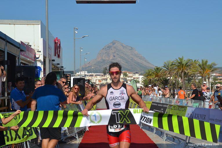 Adrián García triunfador en Olímpico