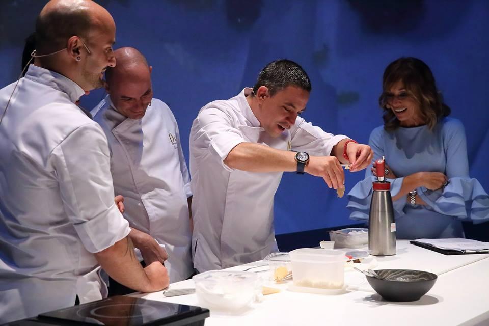 Alberto Ferruz elaborando su plato