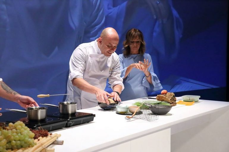 Nazario Cano del Rodat elaborando su plato