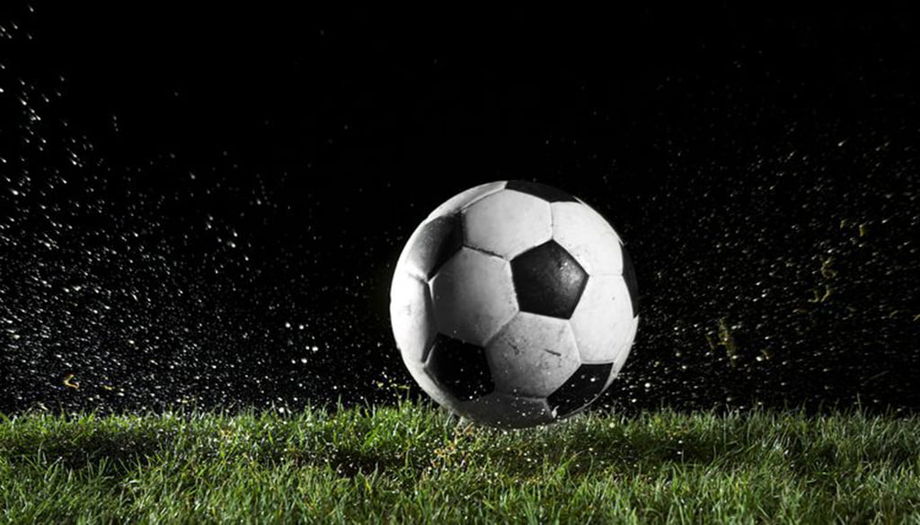 Сердцу, картинки футбольный мяч на поле