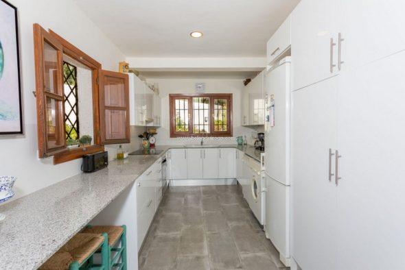 Preciosa villa con vistas al mar disponible en for Inmobiliaria quiroga