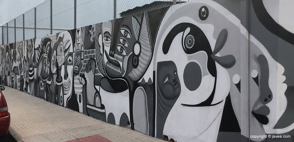 Fachada que acoge el gran mural