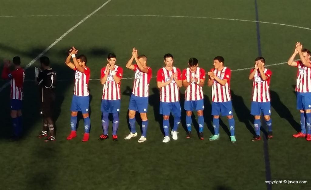Jugadores del CD Jávea ante el Tous CF