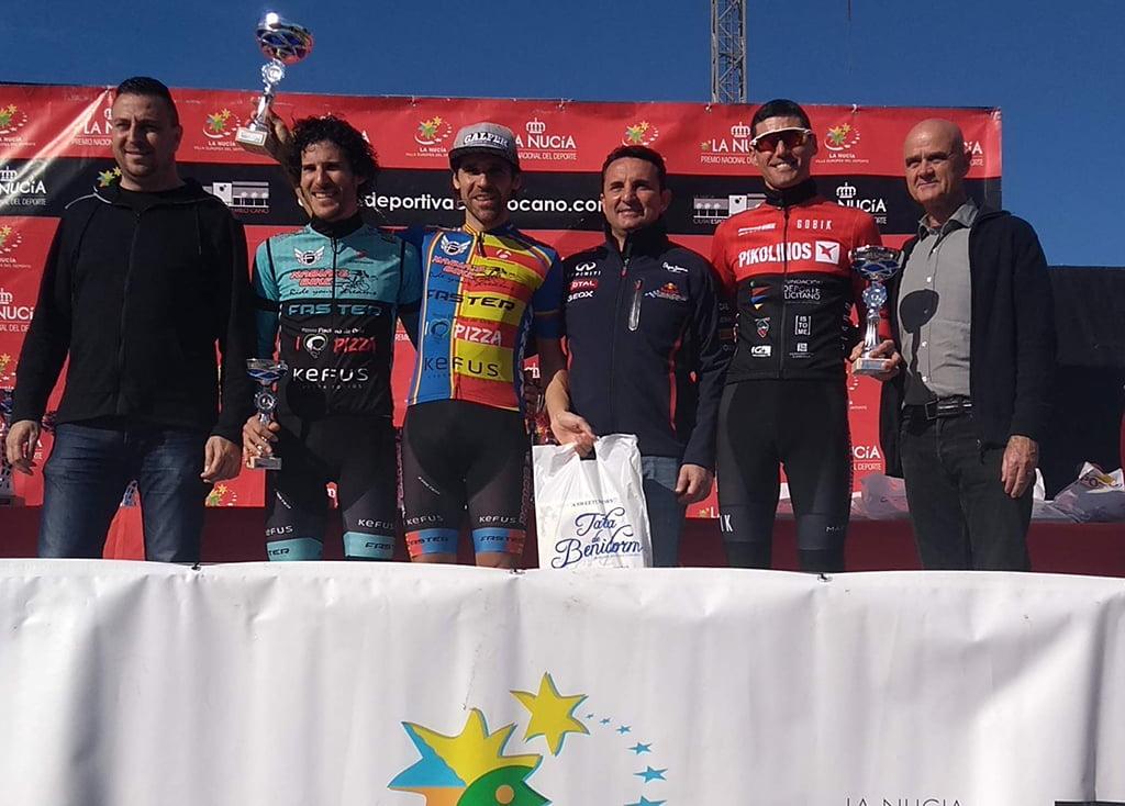 Los hermanos Moll en el podio de La Nucía
