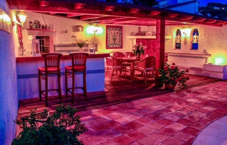 Terraza noche Villa Tosca Villadom Inmobiliaria