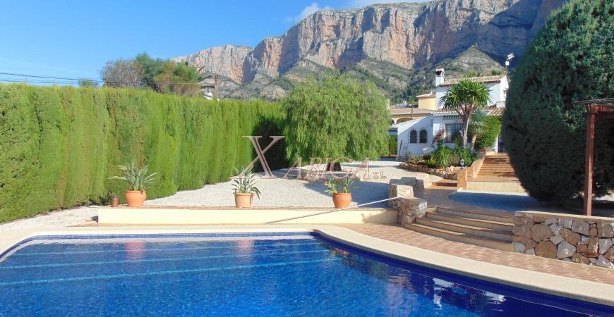 Piscina i casa en venda de Xabiga Immobiliària