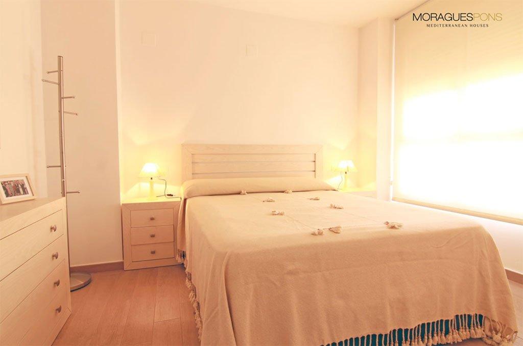 Уютная спальня MORAGUESPONS Средиземноморские дома