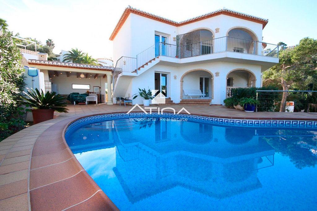 Chalet con piscina privada Atina Inmobiliaria