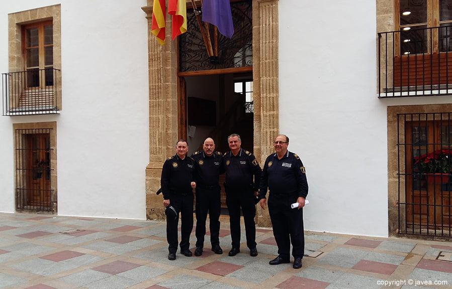 Cuatro de los cinco policías jubilados