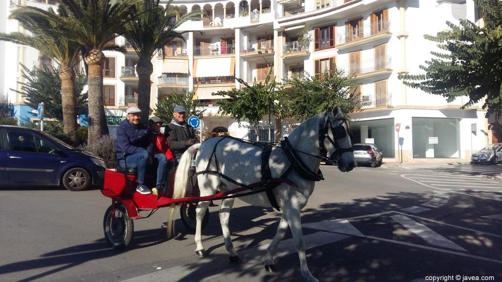 Desfile de caballería en Xàbia