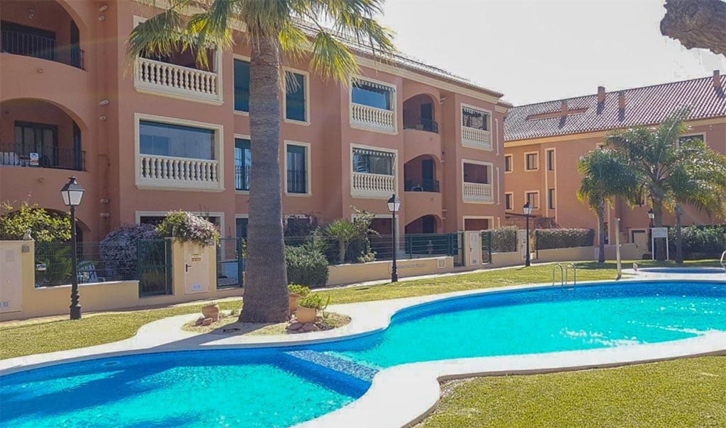 Fachada y piscina Vicens Ash Properties