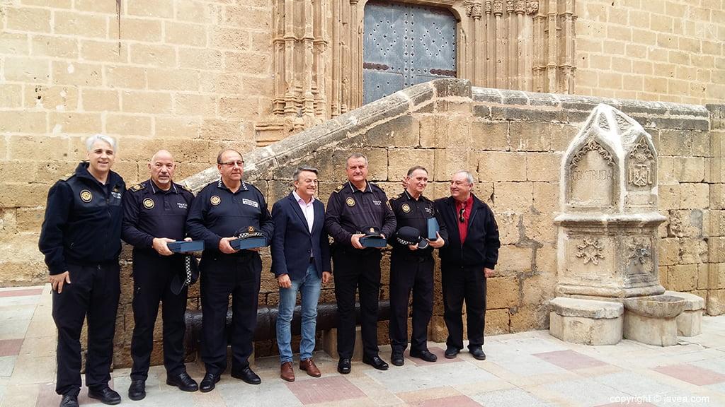 Los policías con autoridades