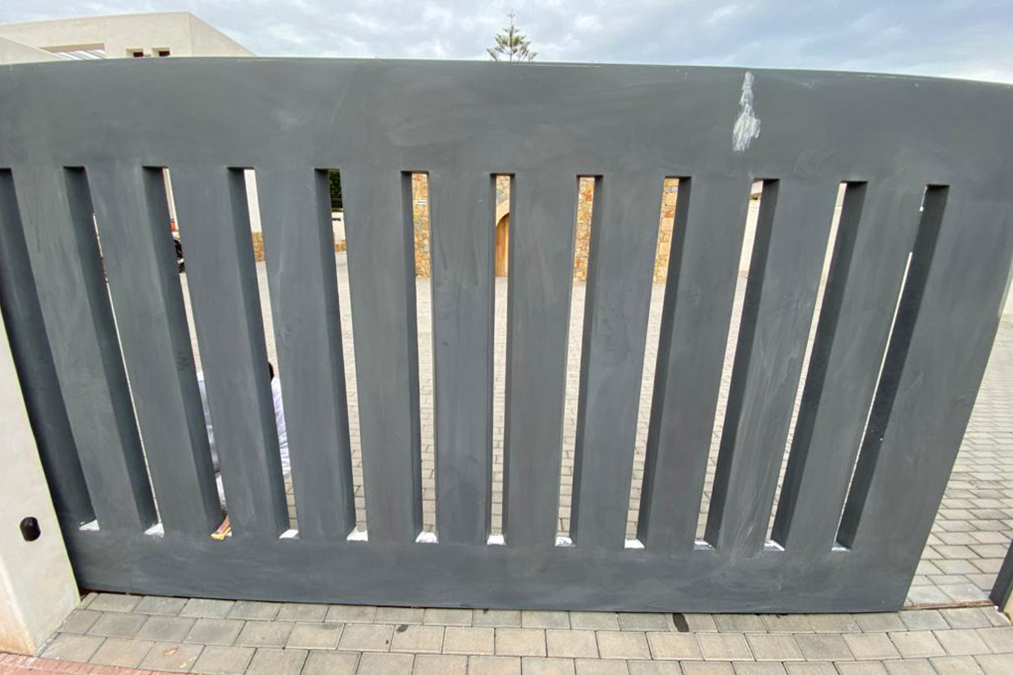 Puerta de entrada deteriorada – Pinturas Juanvi Ortolà