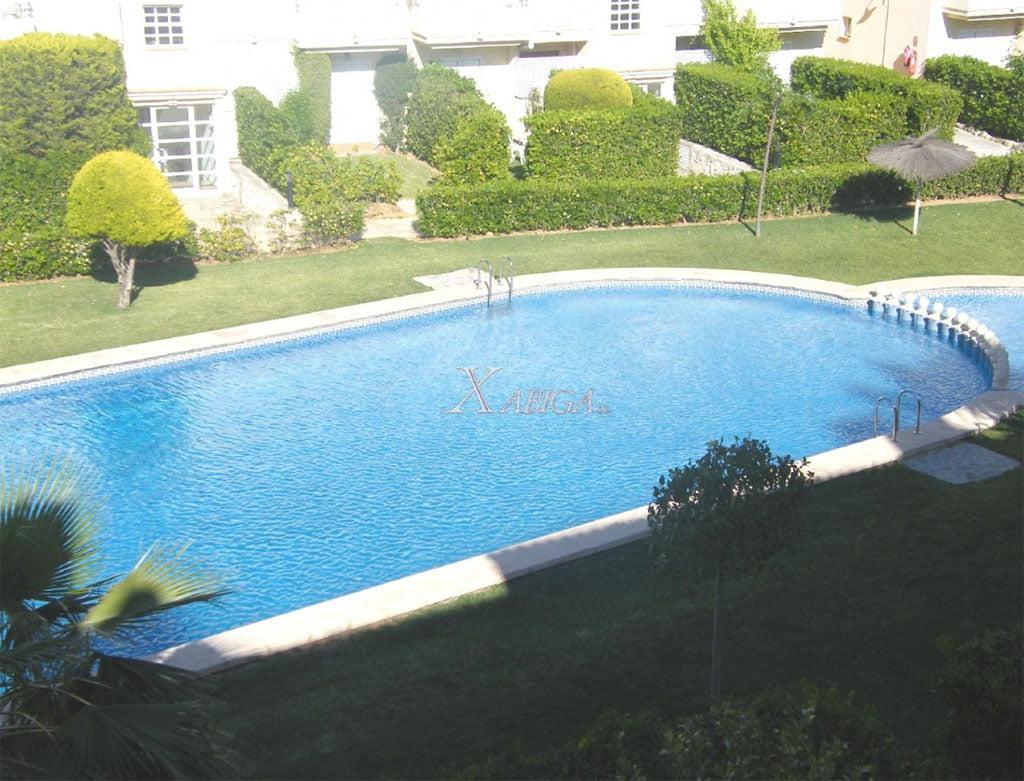 Vistes a la piscina Xabiga Immobiliària