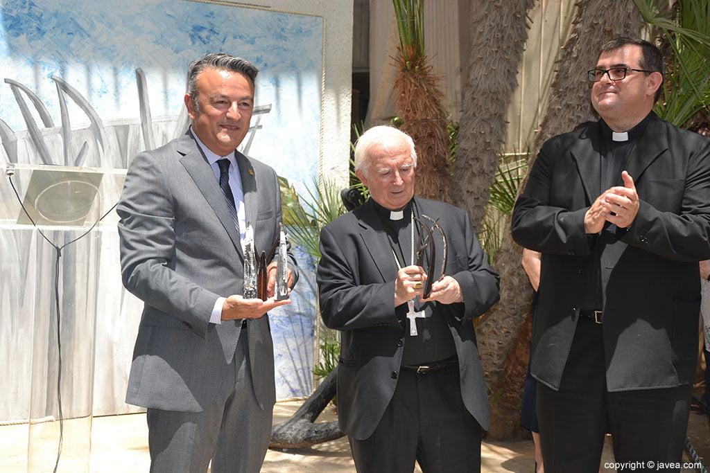 Antonio Cañizares con el alcalde y párroco de Loreto